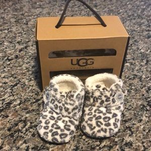 Preowned Baby Uggs Leopard Print size 2 / 3
